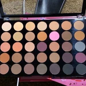 Makeup revolution neutral eye palette